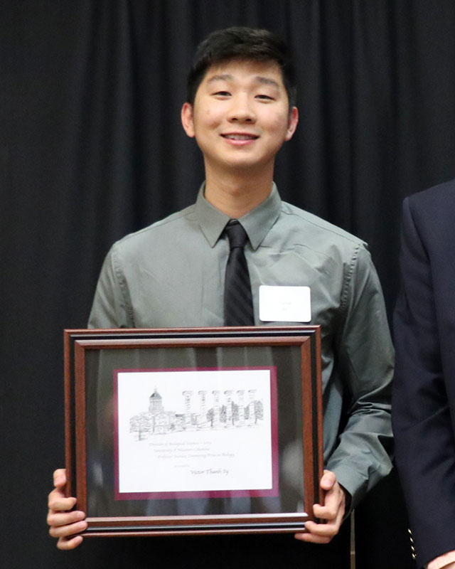 Victor Thahn Sy was awarded the Stanley Zimmering Prize in Biology.